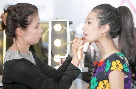 Phun xăm môi có ảnh hưởng gì không ?